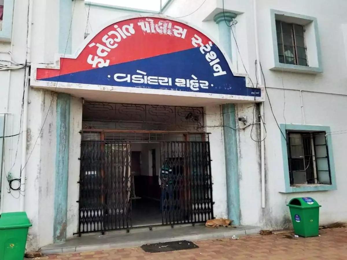 Vadodara Fategunj police nabbed two with 39 lakhs cash