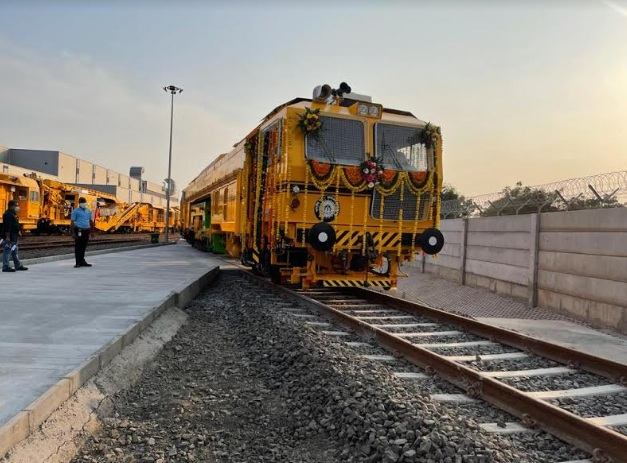Manufacturing plant for track machines at Karjan connected with rail network at Lakodara station