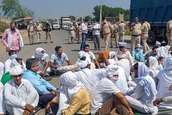 Farmers Protest: 'Chakka Jam' goes easy on public but tough on government