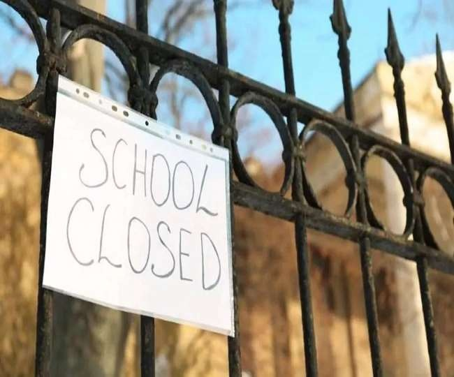 Vadodara school called students despite of the government order to stop offline education