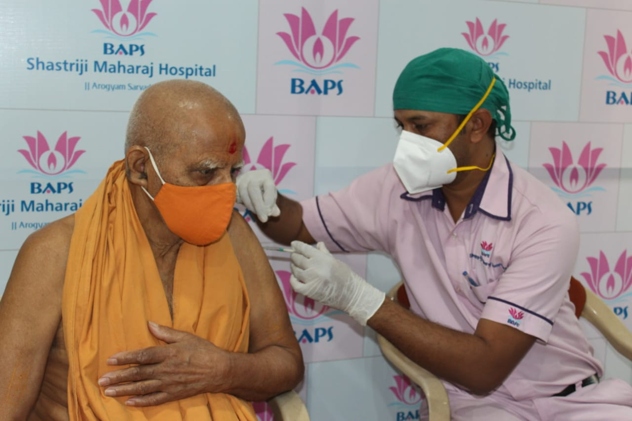 Eleven saints, including 80-year-old Dev Swarup Swami have been vaccinated against corona at Atladara temple