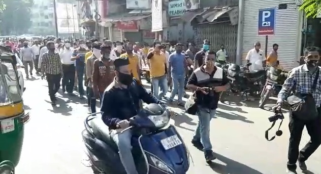 Traders in Raopura area of Vadodara protest against the work by traffic police VMSS teams to remove obstructions