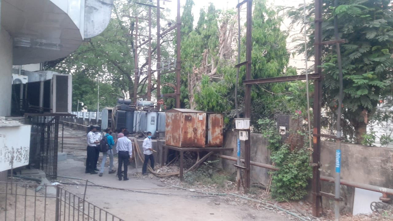 Power supply of four commercial complexes cut off by the fire brigade