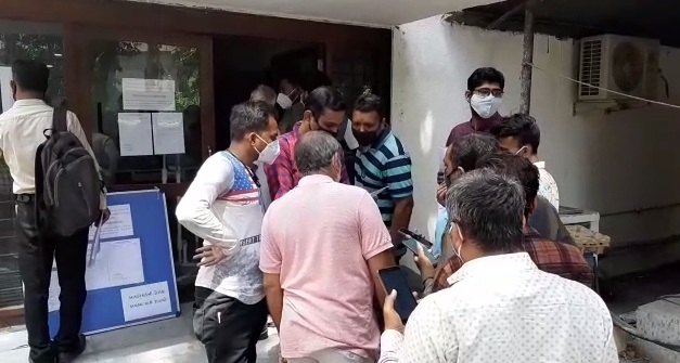 People rushed to get renedisivir injection after rumor spread about getting it from Geri compound in Vadodara