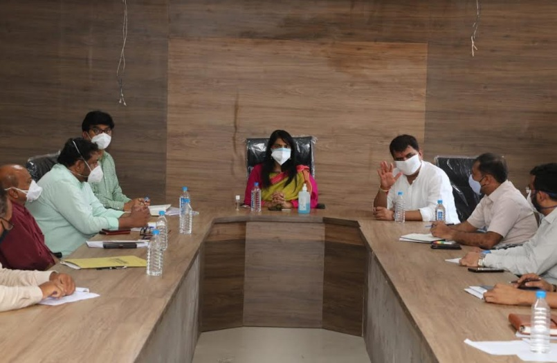 Vadodara district Collector visits Savli and intensively involved private hospitals in covid treatment