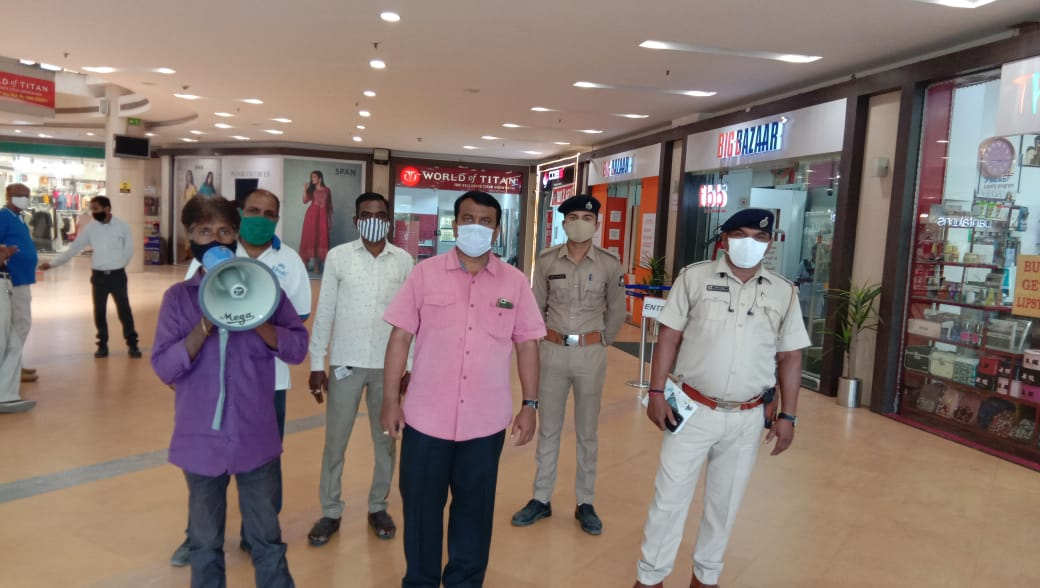 36 joint teams of VMSS and police started public awareness activities in public places including wearing masks