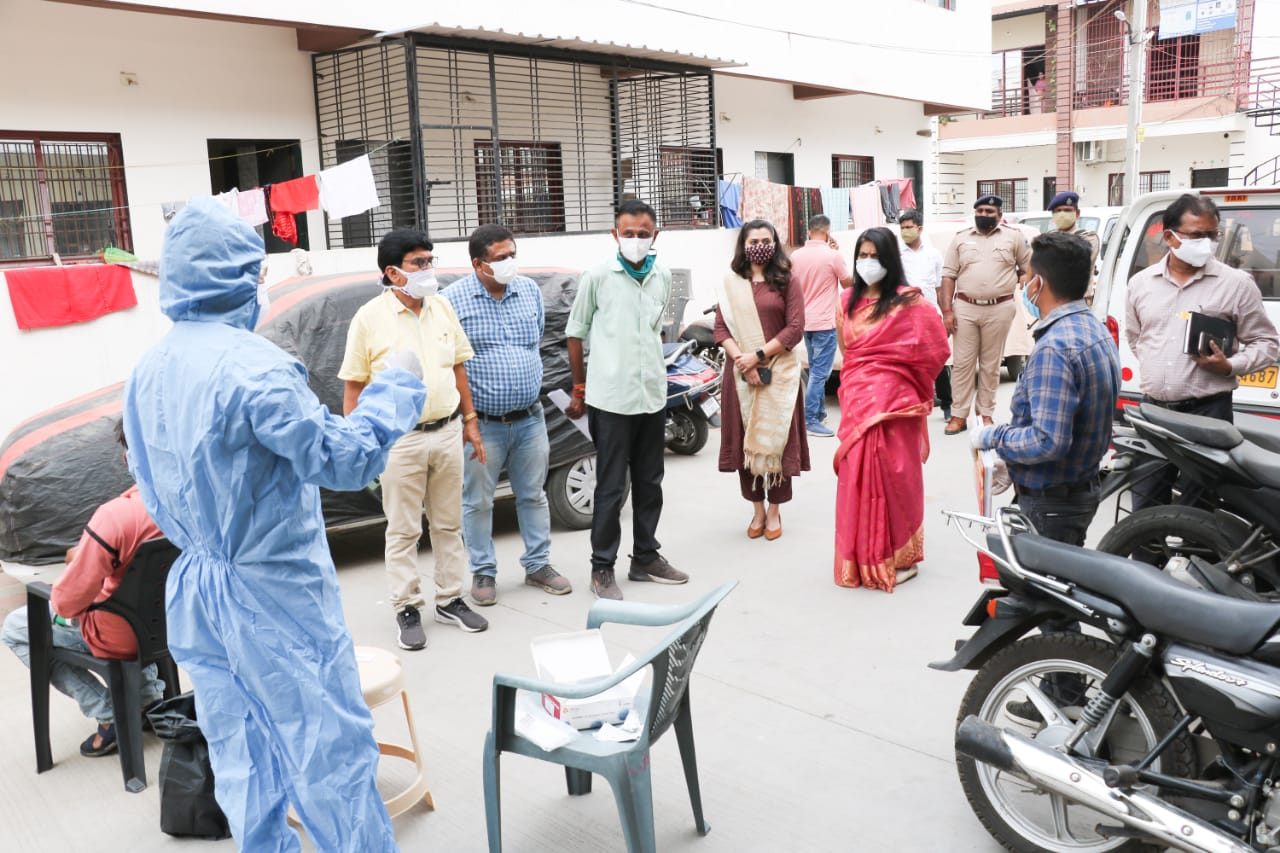 Vadodara District Collector visits Waghodia and inspects health services by Dhanvantari Rath