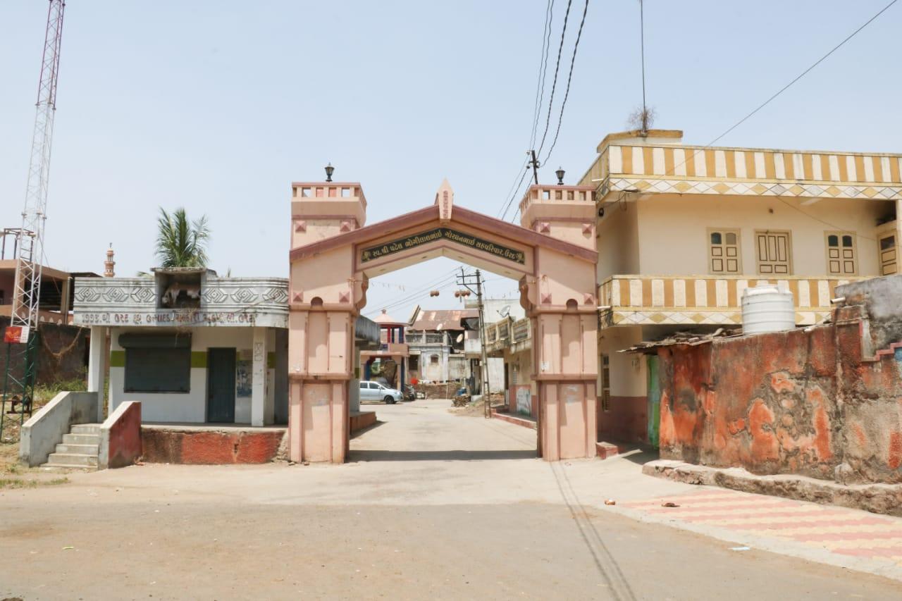 Little Urad village in Karjan conveys the message of Corona free health care