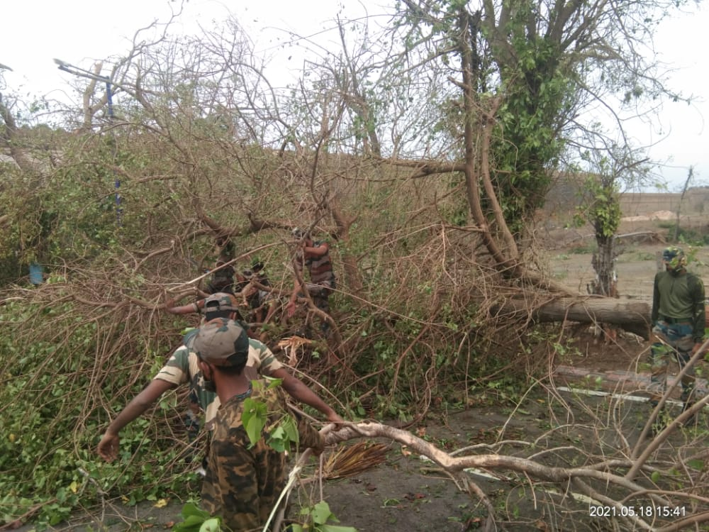 Indian Army helps people of Gujarat in areas hit by Cyclone Tauktae