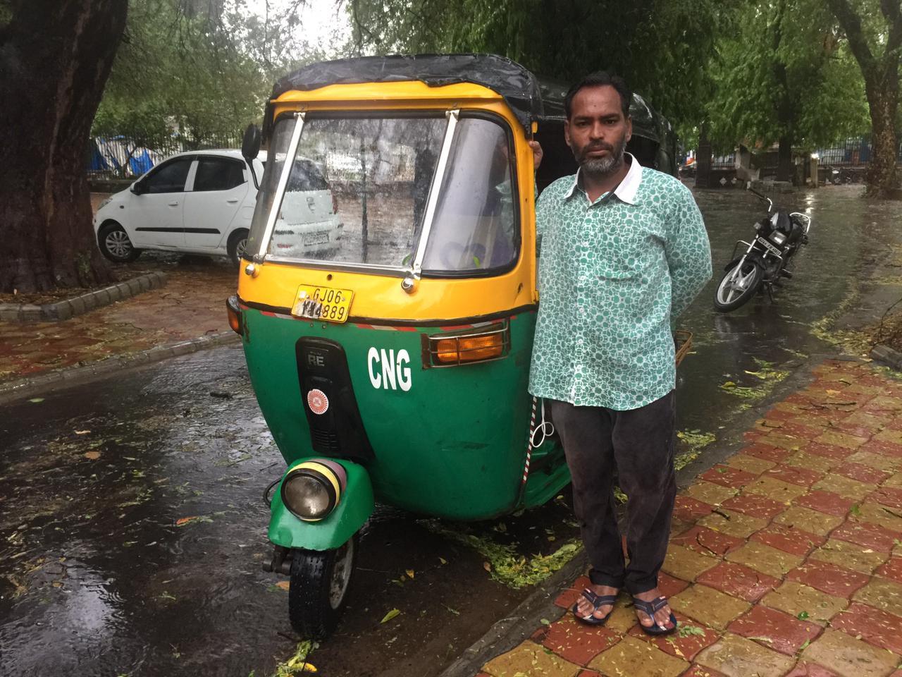 Autorickshaw driver service to humanity in Vadodara